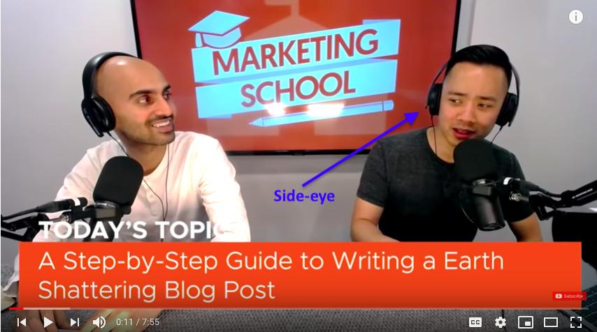 Técnica de micrófono de la escuela de marketing